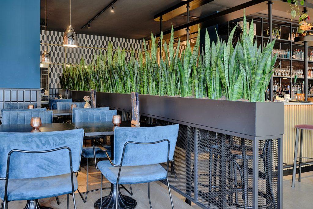 De plantenbakken van GRØNN bij grandcafé Floryn