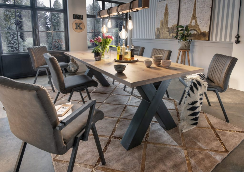 Indoor tafel met een x-poot onderstel en de Goretto hanglang van ZTaHL